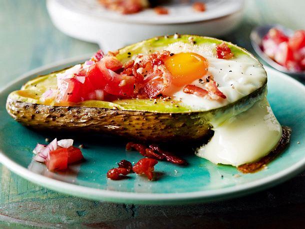 Baked-Eggs-Avocado mit Tomatensalsa Rezept