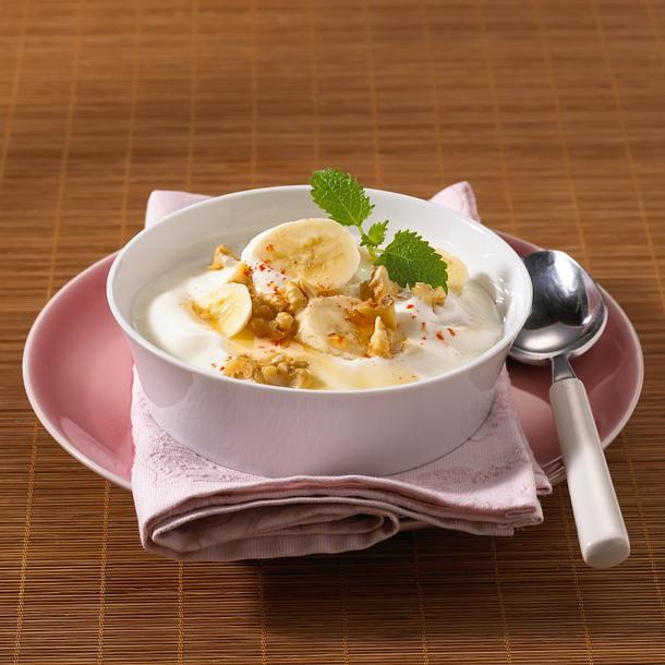 Bananen-Joghurt mit Walnüssen Rezept