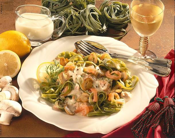 Bandnudeln mit cremiger Champignon-Lachs-Soße Rezept