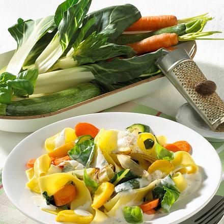 Bandnudeln mit Gemüse-Käsesoße Rezept