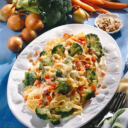 Bandnudeln mit Gemüsesoße Rezept