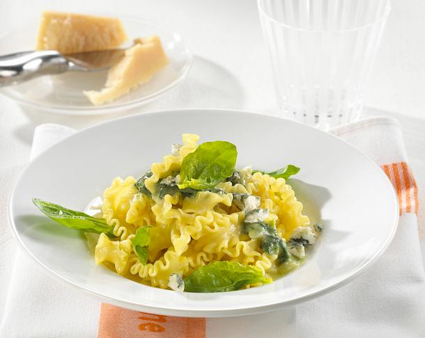 Bandnudeln mit Gorgonzola-Spinat-Soße Rezept