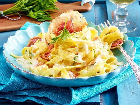Bandnudeln mit Limonensoße und Pancetta Rezept