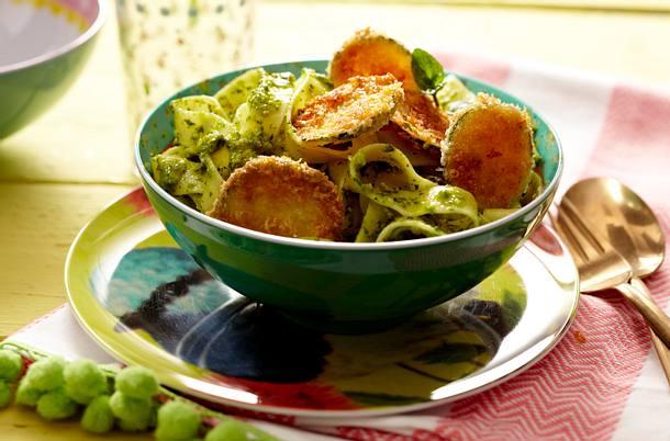 Bandnudeln mit Pistazienpesto und Zucchinitalern Rezept
