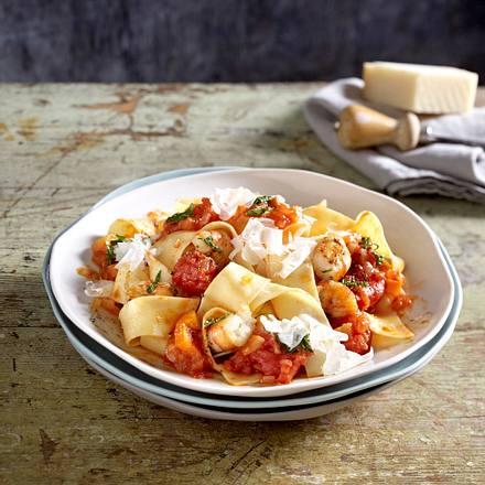 Bandnudeln mit Tomaten-Garnelen-Ragout (Christian Henze) Rezept