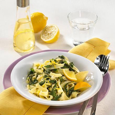 Bandnudeln mit Zitronen-Spinat Rezept