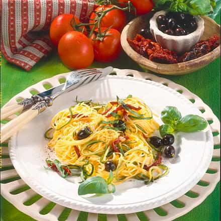 Bandnudeln mit Zucchini und Tomaten Rezept