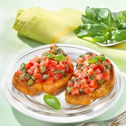Basilikum-Tomaten auf Röstbrot Rezept