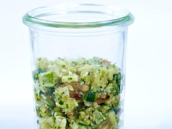 Basilikum-Zucchini-Pesto mit Pecorino Rezept