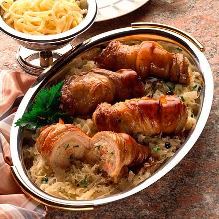 Bauchfleischroulade mit Sauerkraut Rezept