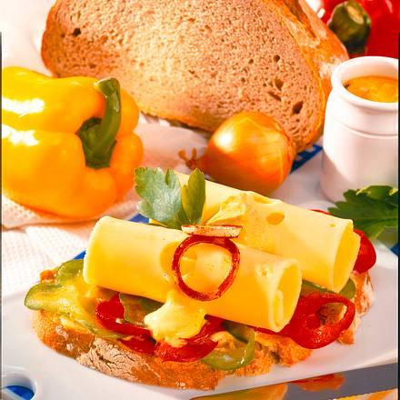 Bauernbrot mit Paprika und Käse Rezept