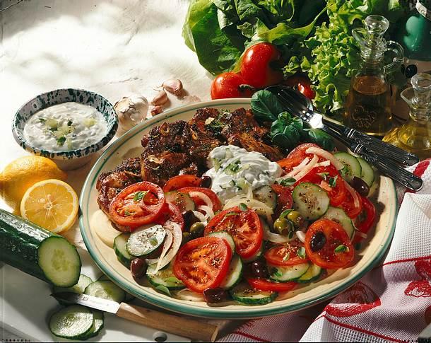 Bauernsalat zu marinierten Nackensteaks Rezept
