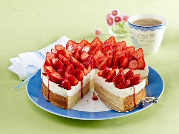 Baumkuchen-Torte mit Erdbeeren Rezept