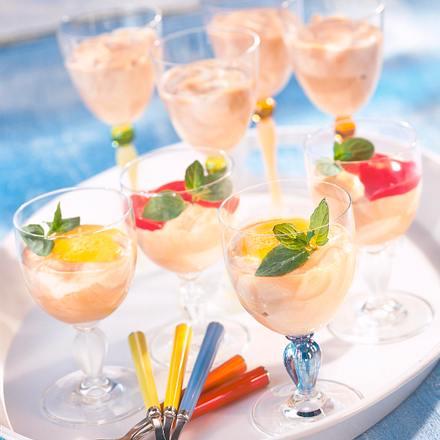 Bayrisch' Vanille- und Moccacreme mit zwei Fruchtsoße Rezept