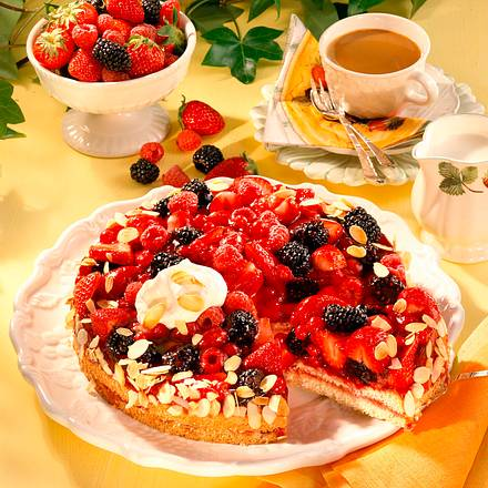 Beeren-Biskuit-Torte Rezept