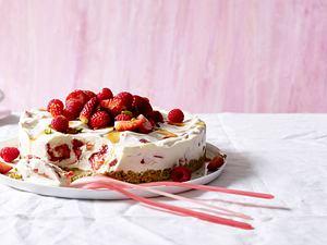 Beeren-Joghurt-Torte Rezept