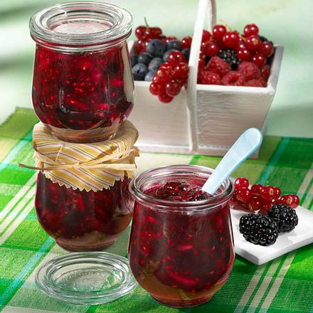 Beeren-Konfitüre mit Mandeln Rezept