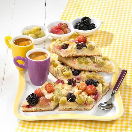 Beerenblechkuchen mit Mandeln Rezept