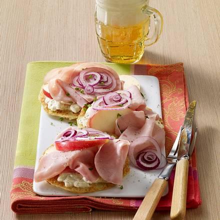 Belegte Puffer-Taler mit Apfel und Pute Rezept