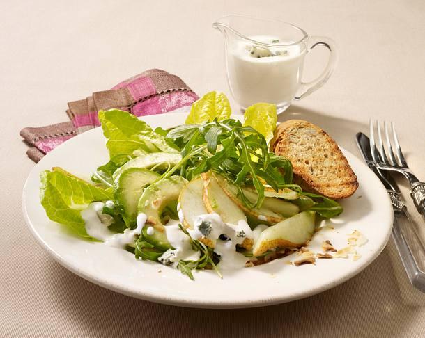 Birnen-Avocadosalat mit Roquefortsoße Rezept