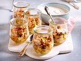 Birnen-Crumble an Joghurt-Creme Rezept