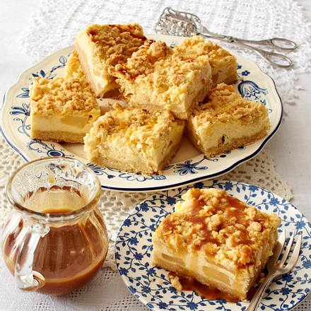 Birnen-Käsekuchenwürfel mit Karamellsoße Rezept