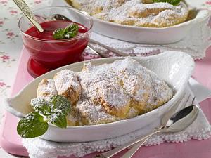 Biskuit-Nocken mit Himbeeren Rezept