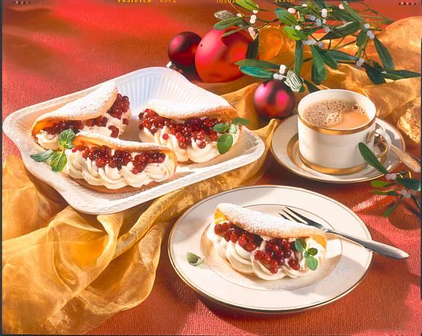 Biskuitomeletts mit Marzipan-Creme und Preiselbeer Rezept