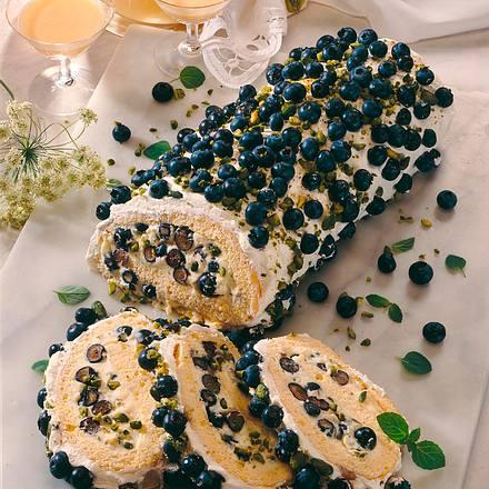 Biskuitrolle mit Eierlikör-Vanille-Heidelbeercreme Rezept