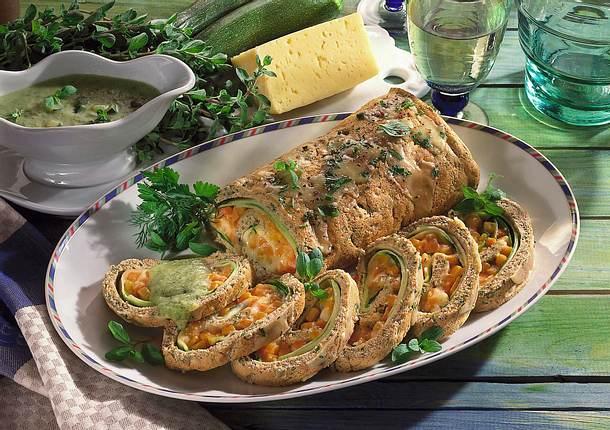 Biskuitrolle mit Gemüse-Käsefüllung Rezept