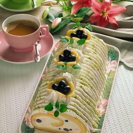 Biskuitrolle mit Heidelbeeren Rezept