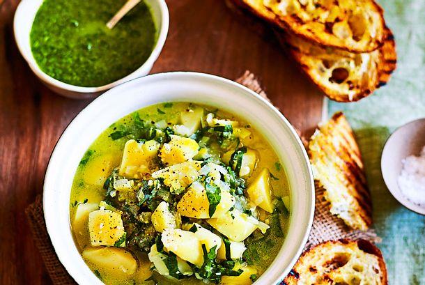 Bitte aufwärmen: Kartoffel-Gemüse-Topf mit Petersilienpesto Rezept