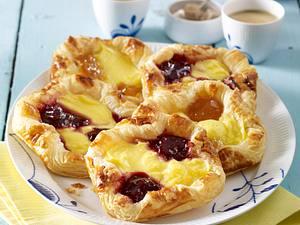 Blätterteig-Kopenhagener mit Pudding und Konfitüre Rezept
