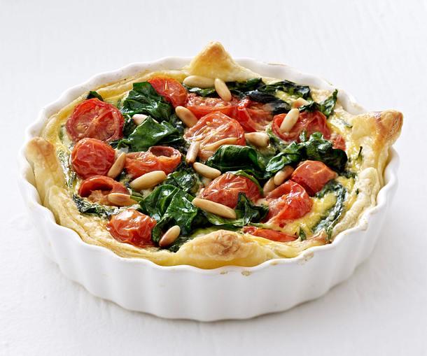 bl tterteig quiche mit spinat und tomaten rezept chefkoch rezepte auf kochen. Black Bedroom Furniture Sets. Home Design Ideas