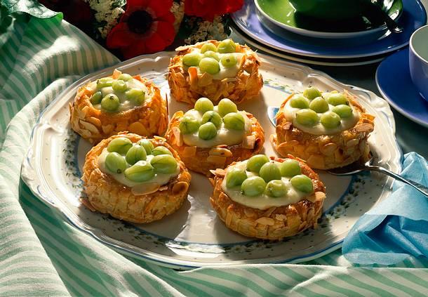 Blätterteig-Stachelbeer-Pasteten mit Vanillecreme Rezept