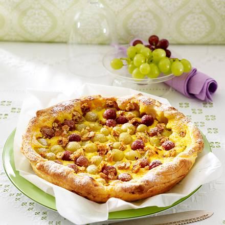 Blätterteig-Tarte mit Weintrauben, Schmandguss und Haselnusskrokant Rezept