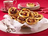 Blätterteigschnecken mit Aprikose-Cranberry-Füllung Rezept