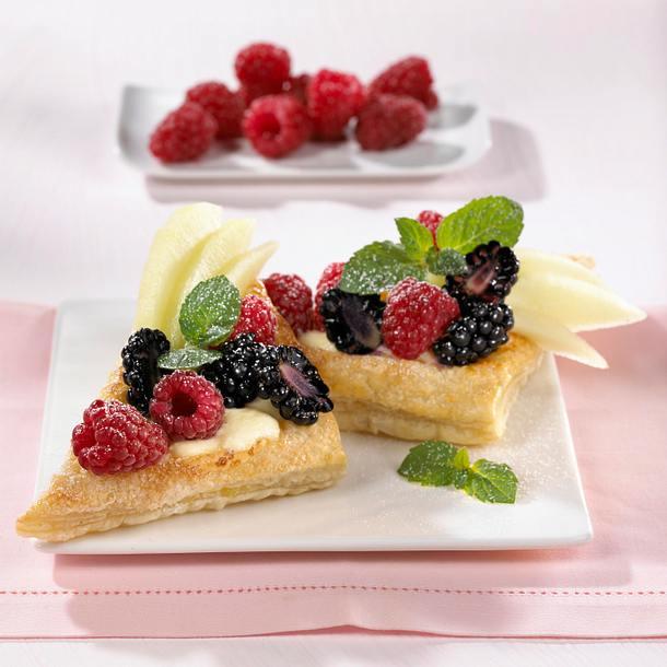 Blätterteigschnitten mit bunten Früchten und Quarkcreme (Dreiecke) Rezept