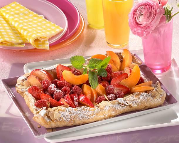 Blätterteigstreifen mit Früchten Rezept