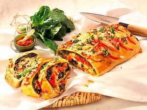 Blätterteigstrudel mit dreierlei Käse Rezept