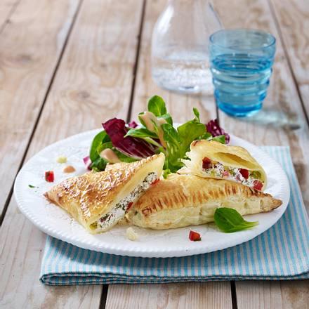 Blätterteigtaschen mit Frischkäsefüllung Rezept