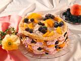 Blätterteigturm mit Brombeersahne-Pfirsichfüllung Rezept