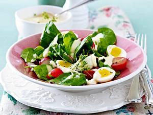 Blattsalat mit Wachteleiern und Senf-Mayonnaise Rezept