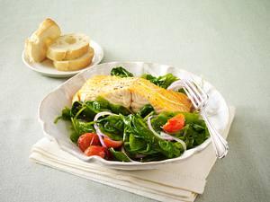 Blattspinat-Tomaten-Gemüse mit Lachsfilet Rezept