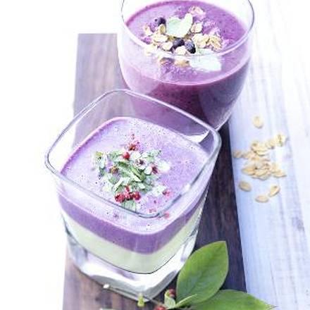 Blaubeer-Avocado-Smoothie (Glas vorne) Rezept
