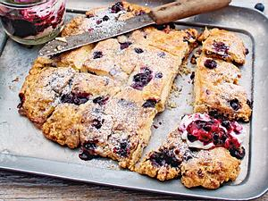 Blaubeer-Biscuits mit Kompott Rezept