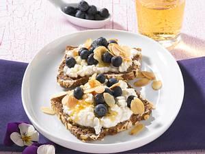 Blaubeer-Frischkäse-Brot (Diät) Rezept