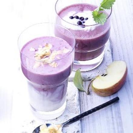 Blaubeer-Kokos-Smoothie (Glas vorne) Rezept