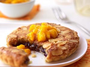 Blaubeer-Mandelcreme-Törtchen mit Mango-Kompott Rezept