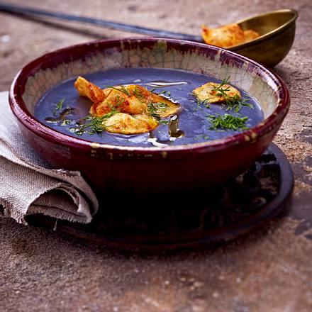 Blaue Kartoffelsuppe mit Dill und Kartoffelchips Rezept